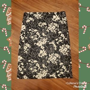 Agnes & Dora Black White Floral Skirt 2X